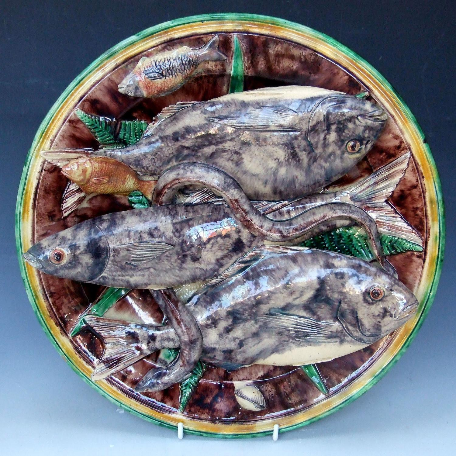 Large Palissy fish charger