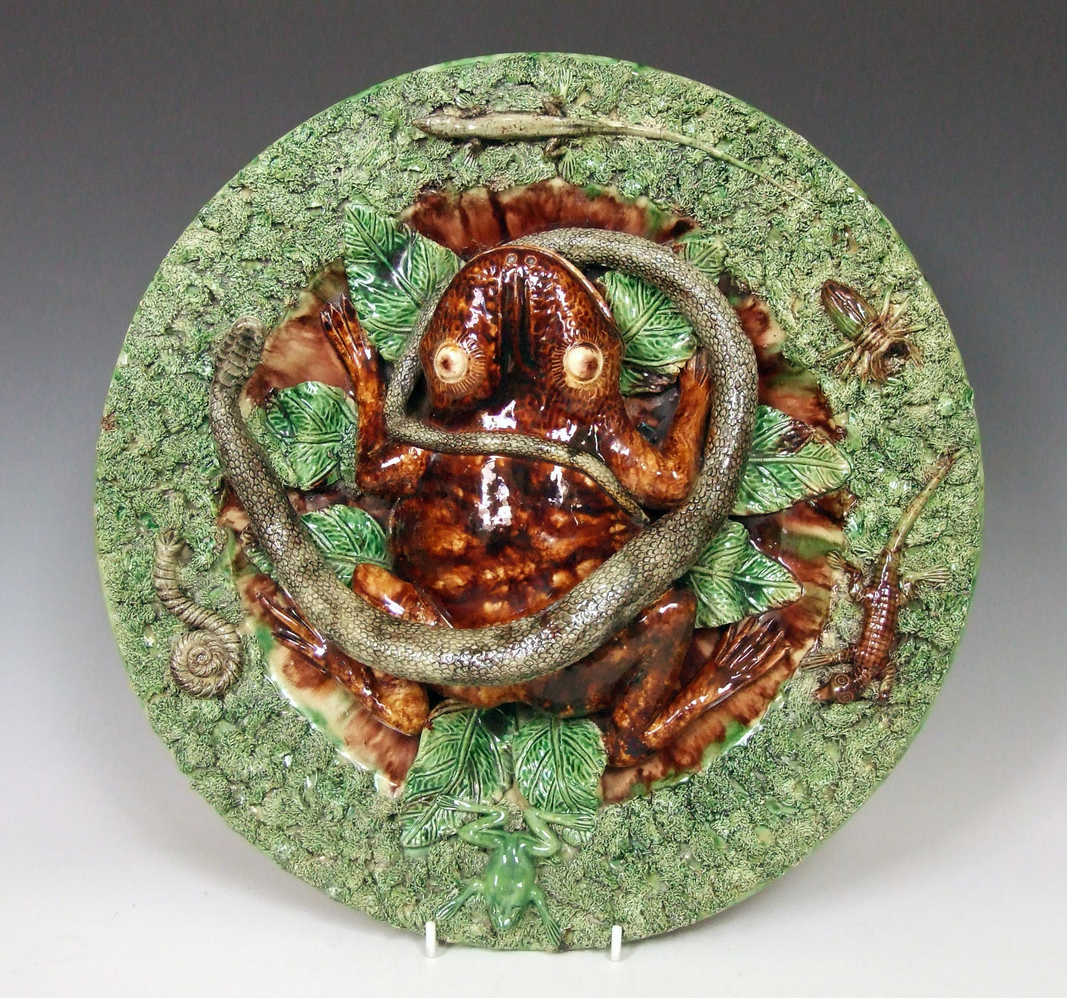 Massive Portuguese Palissy frog charger