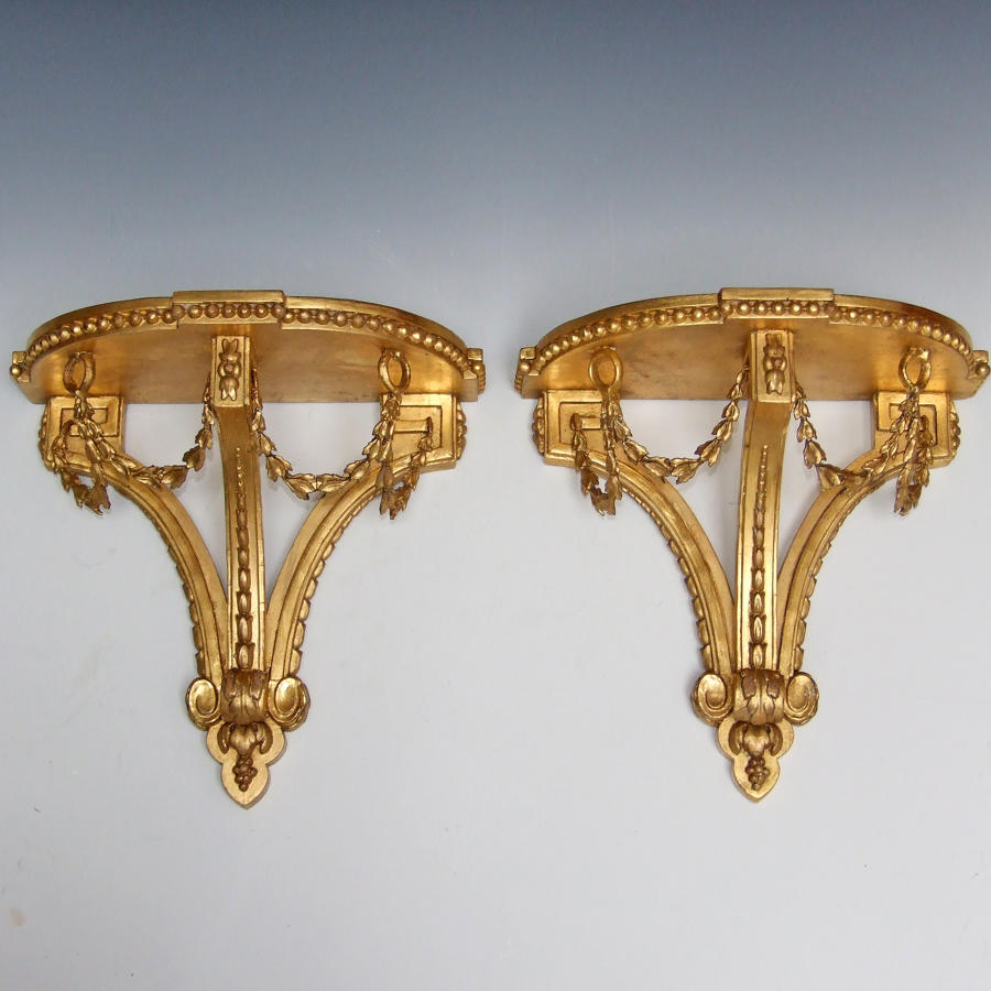 Elegant pair of 19thC gilt brackets
