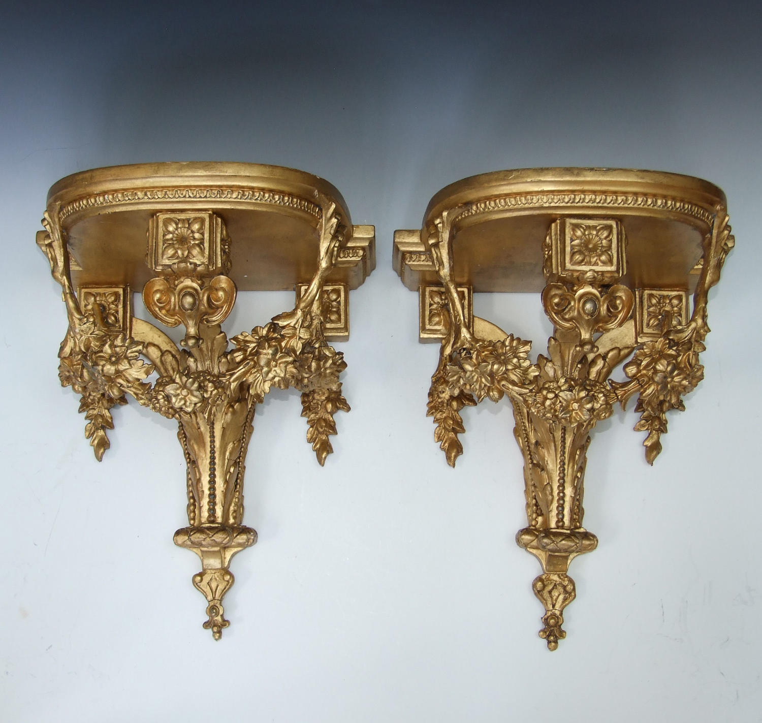 Fine & large pair of Georgian gilt brackets