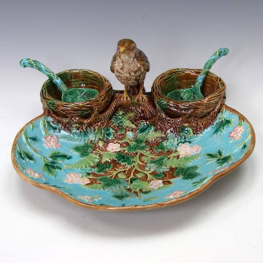 Fine George Jones majolica thrush motif strawberry dish & spoons